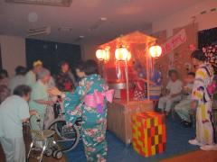 慰霊祭は毎年大盛況です!